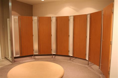 Minimalist Modern Dressing Rooms With Closed Curved