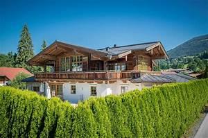 Häuser Im Landhausstil : chalet im landhausstil mit blick auf die berge kitzb hels berghaus haus bauernhaus und ~ Yasmunasinghe.com Haus und Dekorationen