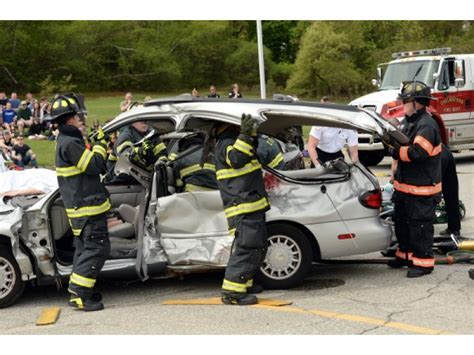 Chelmsford Police Conduct Mock Oui Crash For Students