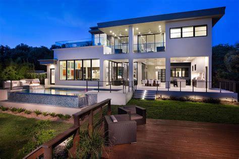 chambre bordeau maison contemporaine en floride au design luxueux et