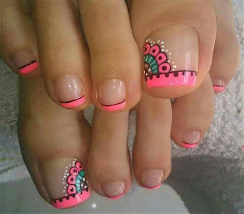Las mándalas son diseños impresionantes y hermosos , recientemente se han empezado a utilizar mas en tatuajes y ahora en nuestras uñas. Toes color pop | Diseños de uñas pies, Manicura de uñas, Uñas pies decoracion