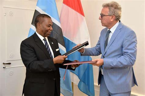 Signature D'une Convention Fiscale Avec Le Botswana