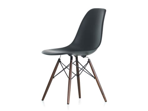 chaise eames grise buy the vitra dsw eames plastic side chair maple base