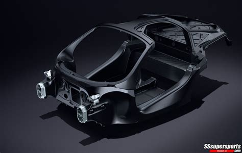 mclaren  carbon fiber monocage ii sssupersports