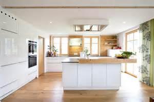 küche holz weiß kueche holz weiss 11 küche design küchen suche design und layout