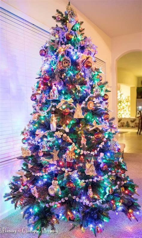 ideas for decorating a christmas tree with colored lights