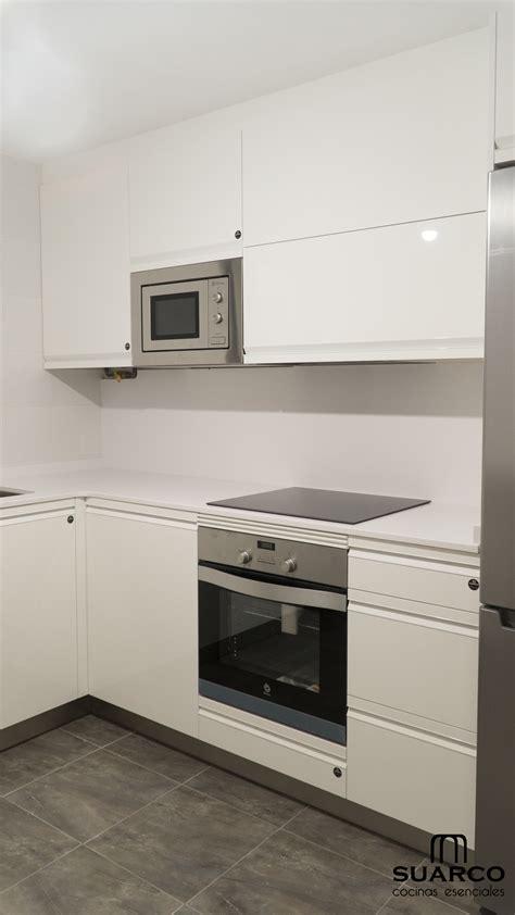 cocina pequena  zona de barra cocinas suarco fabrica