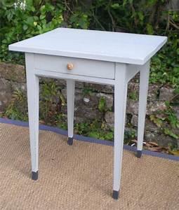 Petite Table En Bois : jolie petite table d 39 appoint pouvant servir de chevet en bois peint ~ Teatrodelosmanantiales.com Idées de Décoration