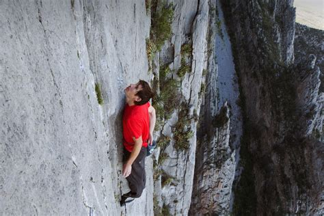 Climber Alex Honnold Scales Yosemite Capitan Without