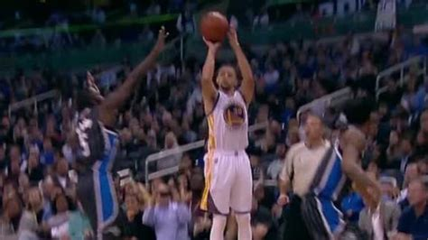 Stephen Curry sets record with 3-pointer in 128th straight ...
