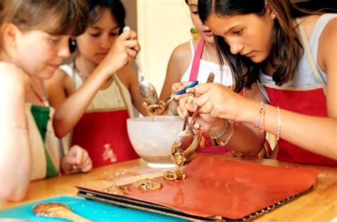 atelier de cuisine pour enfants atelier clafoutis cours de cuisine enfants