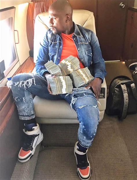 mayweather money stack floyd mayweather shows off stacks of money he won betting