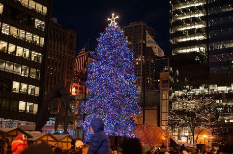 millennium park christmas lights chicago 39 s official christmas tree moving to millennium park