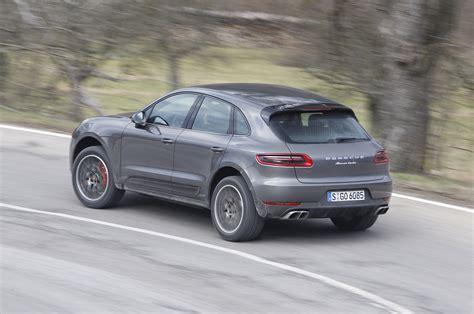 Review Porsche Macan by Porsche Macan Turbo Drive