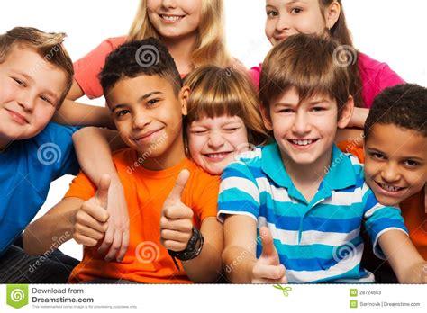 si鑒e enfant v駘o grand groupe d enfants heureux image stock image du