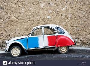 2 Chevaux Citroen : a citroen 2cv deux chevaux painted in the colours of the french stock photo 27386152 alamy ~ Medecine-chirurgie-esthetiques.com Avis de Voitures