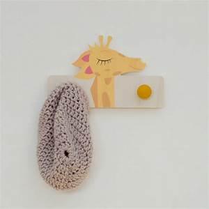Patere Chambre Enfant : porte manteau girafe en bois d coration chambre d 39 enfant ~ Teatrodelosmanantiales.com Idées de Décoration