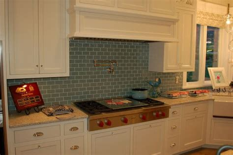 pictures of kitchens with white cabinets attractive kitchen glass tile backsplash kzuwvo custom 9126