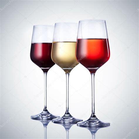 disegni di bicchieri tre bicchiere di con tracciato di ritaglio foto