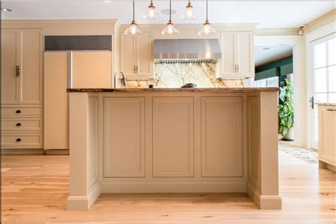 cappuccino coloured kitchen cabinets 17 best ideas about hickory kitchen cabinets on