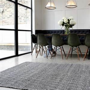 Tapis Noir Et Blanc Scandinave : tapis moderne noir et blanc tiss main en coton et laine ~ Teatrodelosmanantiales.com Idées de Décoration