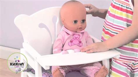 chaise haute en bois pour poupée