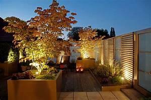 Wanddeko Für Garten : ein dachgarten als wohnzimmer unter freiem himmel in 2019 ~ Watch28wear.com Haus und Dekorationen