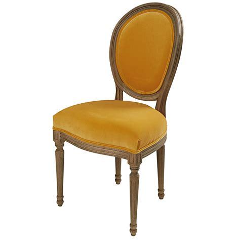 chaise m 233 daillon en velours ocre et ch 234 ne massif louis maisons du monde