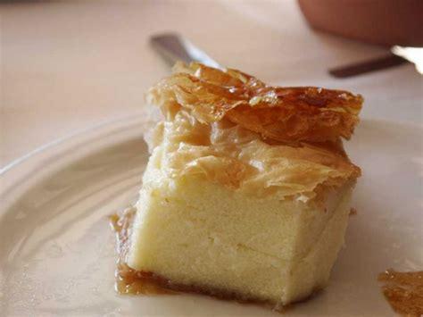 dessert avec pate filo galaktoboureko dessert grec 224 base de semoule et de p 226 te filo