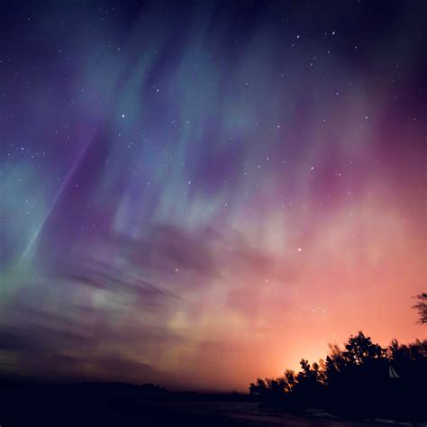 Nn30-space-aurora-night-sky-red-color-wallpaper