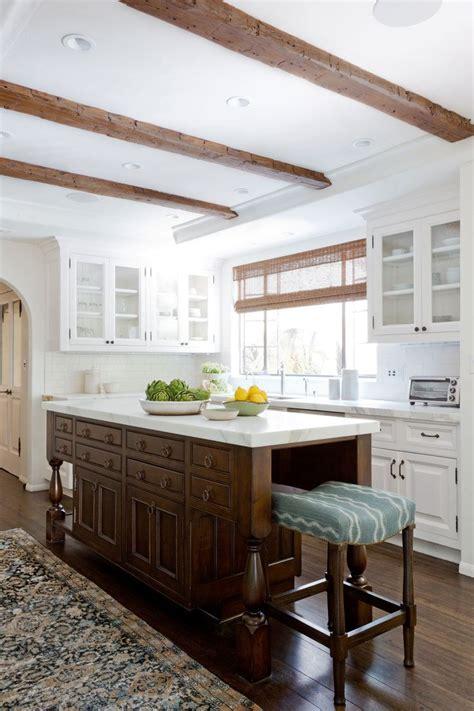 kitchens with backsplash best 25 colonial kitchen ideas on