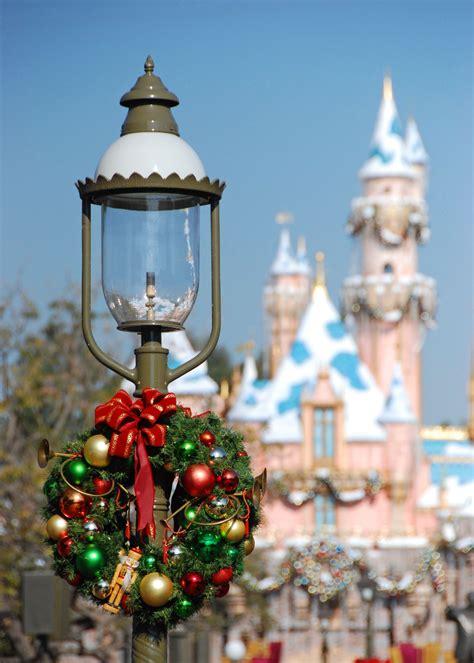 mouseplanet christmastime   disneyland resort