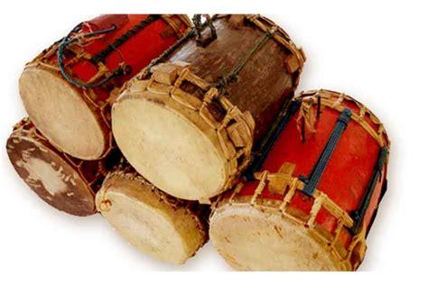 Alat musik apa saja dan merek apa yang dpakai new kendedes. 10 Alat Musik Tradisional Sulawesi Tengah & Penjelasannya