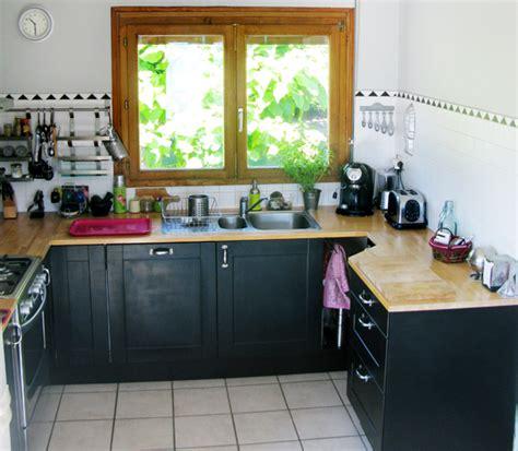 repeindre un carrelage de cuisine avant après une pincée de caractère dans ma cuisine visite privée cotemaison fr