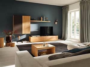 Welche Farbe Für Wohnzimmer : petrolfarbene wandfarbe bilder ideen couch ~ Orissabook.com Haus und Dekorationen