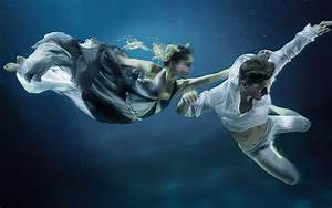 Underwater Photographer – Zena Holloway