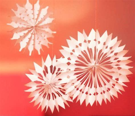diy paper snowflake decorations allfreechristmascraftscom