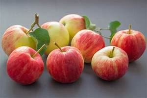 Trying To Avoid Pesticides  Peel Your Apples  Study Says