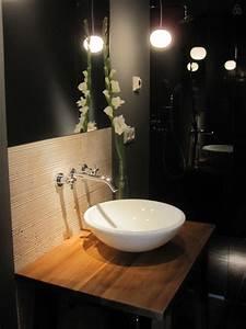 Salle de bain moderne avec une vasque bol blanche for Salle de bain design avec vasque bol