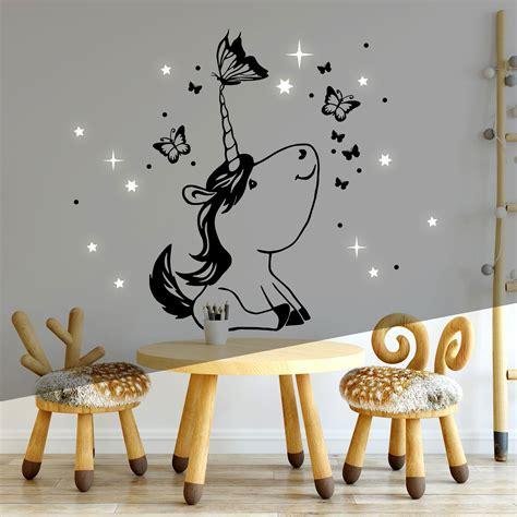 Wandgestaltung Kinderzimmer Einhorn by Wandtattoo Mit Einhorn Schmetterlinge Punkte Sterne