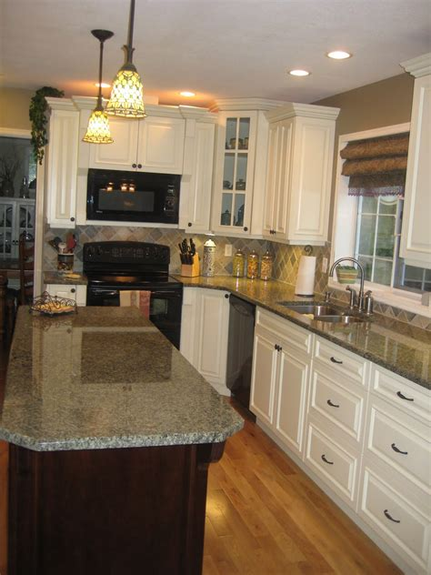 White Cabinets Countertop What Color Backsplash by White Kitchen Tour Guest Slate Backsplash Granite