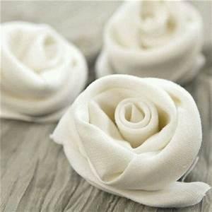 Rose Aus Serviette Drehen : napkin design come piegare tovaglioli modo creativo ~ Frokenaadalensverden.com Haus und Dekorationen