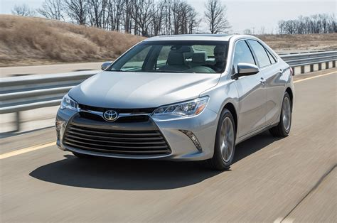 toyota camry 2015 toyota camry real mpg vs the competition motor trend
