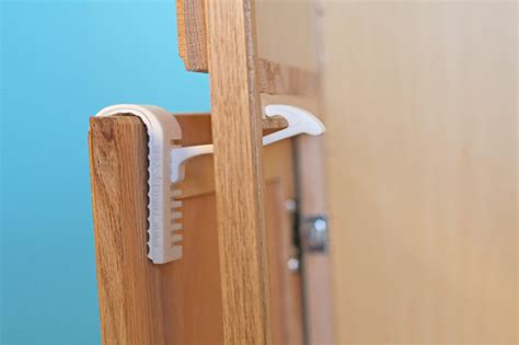 child safety locks for kitchen cabinets rimiclip a new of painless child safety latch 9418