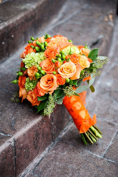 obsessed   bouquet orange roses  green