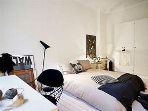 Chambre un lit au sol une hirondelle dans les tiroirs for Lit au sol design