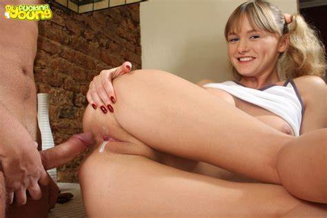 Teens Bush Stuffed With Stepmother