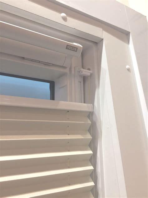 Rollos Und Plissees Fuer Dachfenster by Plissee Ohne Bohren F 252 R Dachfenster Rollomeister De