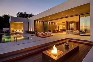 Private House With a Stylish Interior in L A and a