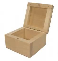 Schmuckkästchen Aus Holz : kleine holzschatulle schmuckk stchen holz linde ~ Watch28wear.com Haus und Dekorationen